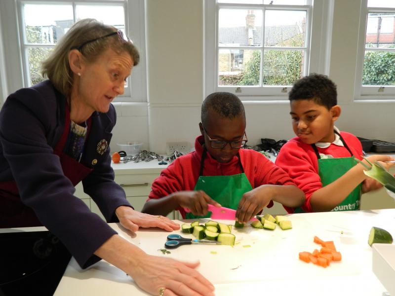 Walthamstow pupils make soup with Lady Mayoress